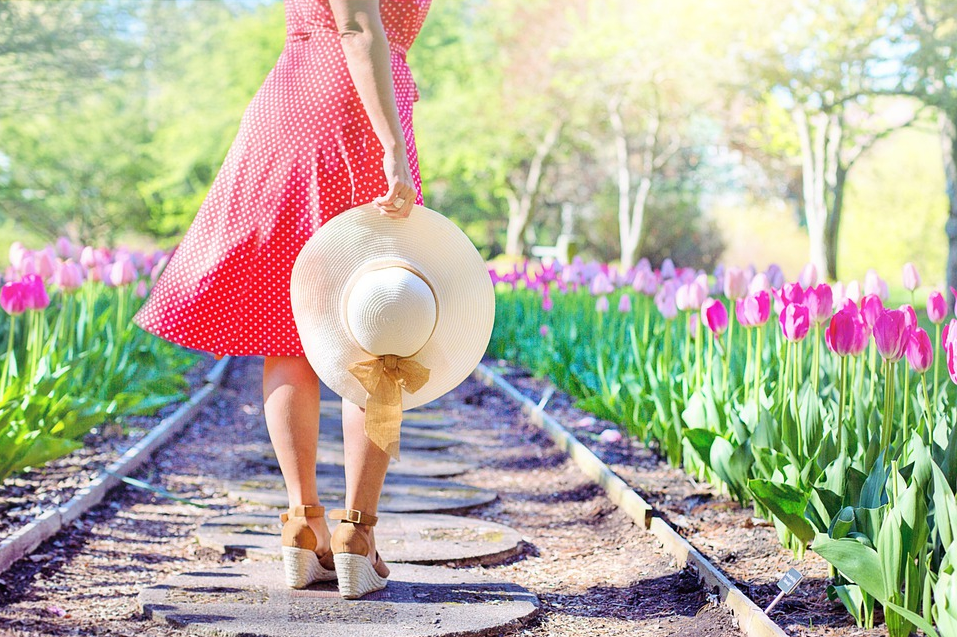 Woman with hat - Seven Dumb Things You Need to Stop Doing